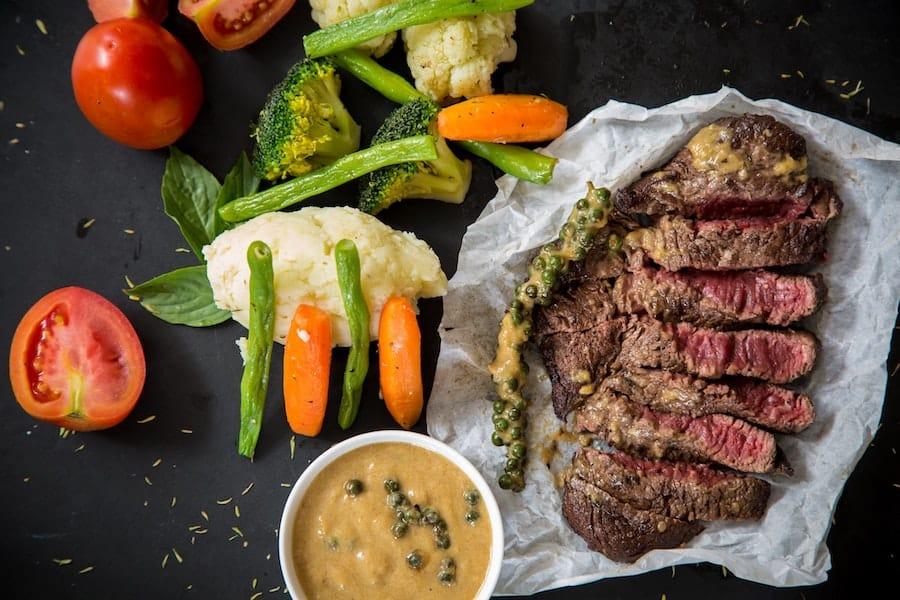 Recipe: Steak with homemade peppercorn sauce